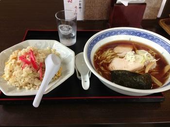 昔ながらのラーメン+半炒飯.jpg
