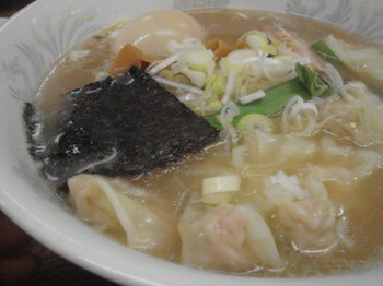 正油ワンタン麺3.JPG