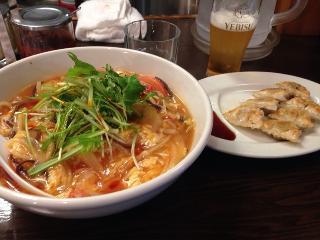 酸辣湯麺と唐辛子餃子.jpg