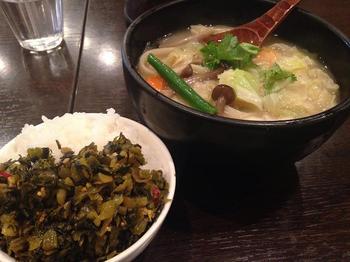 野菜刀削麺と高菜ご飯.JPG