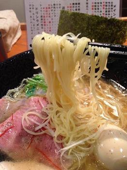 麺屋鯱 白醤油らーめん 麺.JPG