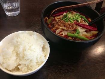 麻婆刀削麺とライス.jpg